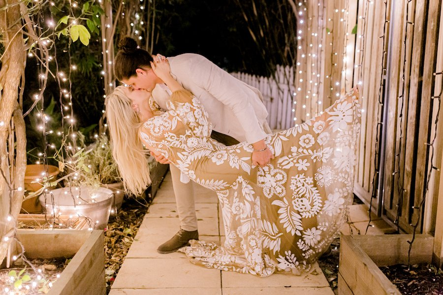 bride and groom hollywood kiss